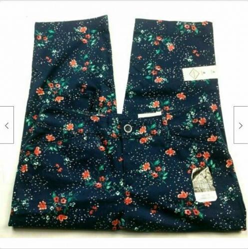 NWT St Johns Bay Mid Rise Secretly Slender Capri Pants Size 4 Blue Orange Floral