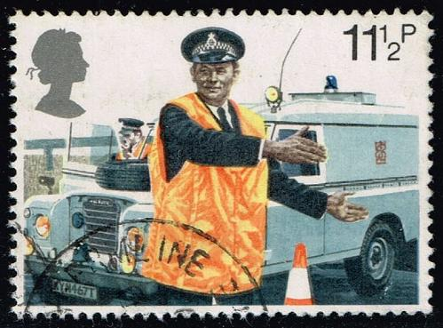 Great Britain #876 Constable Directing Traffic; Used (0.25) (4Stars) |GBR0876-03XVA