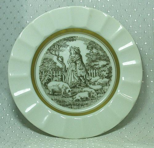 Vintage Royal Copenhagen Collector Plate Kissing In the Barnyard Small