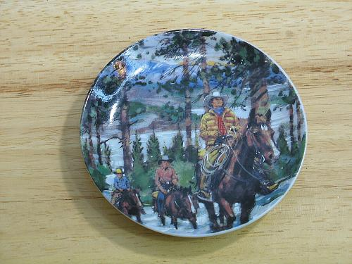 """Canadian Portraits Plate Collection Avon 1987 6 Plates w/ Canadian Scenes 4"""" dia"""