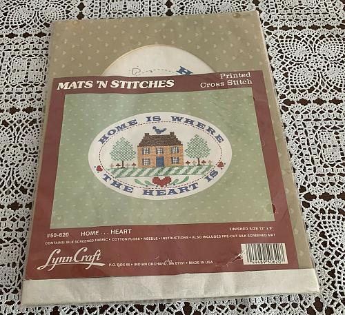 Brand New Lynn Craft Mats N Stitch Printeded Cross Stitch House Sampler Kit