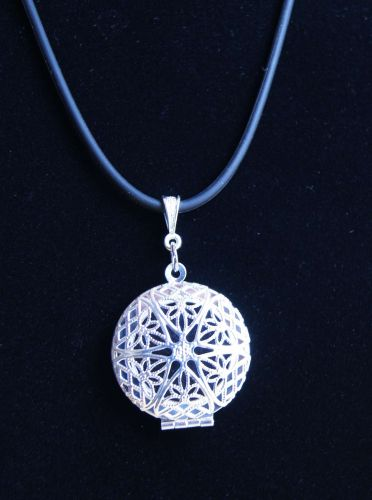 Round Lightweight Silver Plated Essential Oils Aromatherapy Locket Necklace