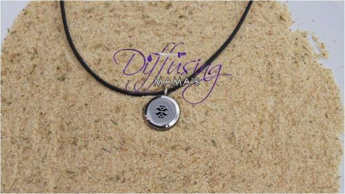 Southwest Design Diffusing Mama's Essential Oils Aromatherapy Locket Necklace