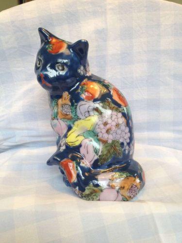 antique porcelain blue IMARI cat . Marked : 6 dinasty