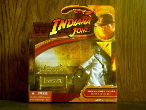 Indiana Jones with Ark by hasbro