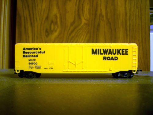Milwaukee Steel Plug-Door Box Car