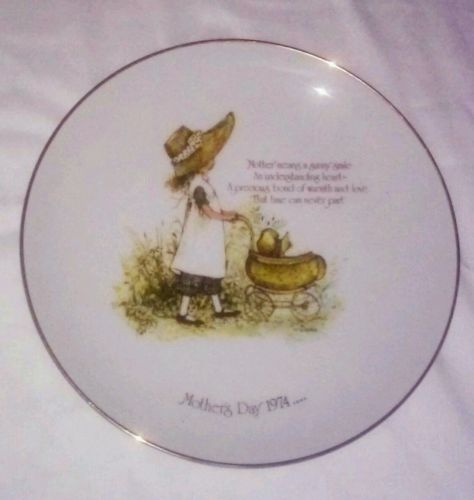 Holly Hobbie Mothers Day Plate 1974~Commemorative Edition Genuine Porcelain