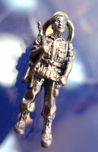 CHARM: vintage sterling 925 silver SOLID 6.5 grams SOLDIER by CREST CRAFT