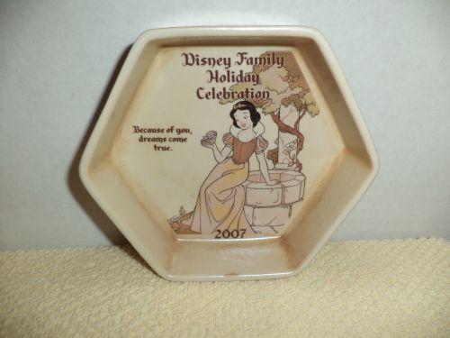 Disney Cast Exclusive 2007 Holiday Celebration Porcelain Trinket Box