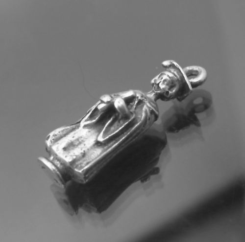 VINTAGE GRADUATE GRADUATION CHARM : SOLID SILVER / YOUNG WOMAN IN CAP AND GOWN