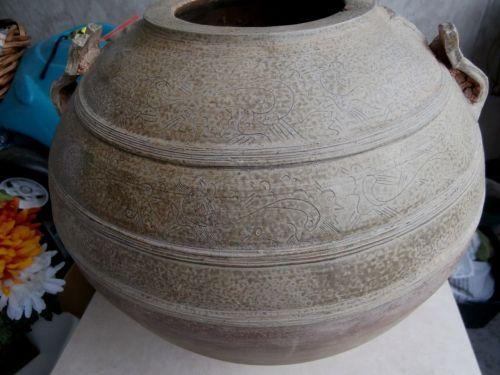 LARGE WESTERN HAN DYNASTY (206BC-220AD) OLIVE GREEN CELADON GLAZED JAR