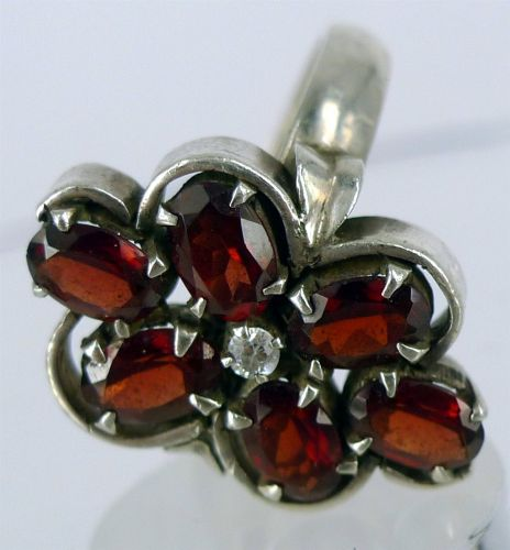 sz 7.5 Vintage Ring: Sterling 925 Silver With 6 Garnets and Clear Stone Center