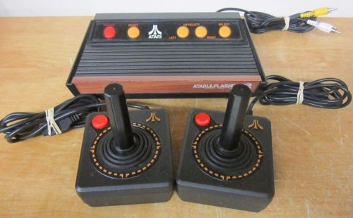 Atari FlashBack 2 CONSOLE w/2 CX 40 Joystick controllers TV video system 40 game