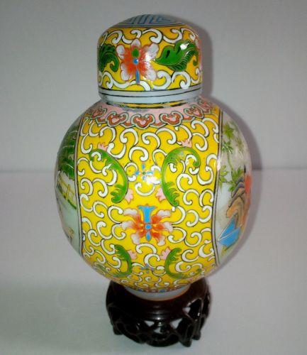 EXQUISITE CHINESE YELLOW ENAMEL PEKING GLASS COVERED JAR