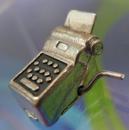 vintage STERLING HAND CRANK 10 KEY CALCULATOR CHARM : LOOKS LIKE IT OPENS SIGNED