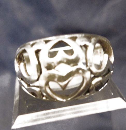 sz 8.5 RING : STERLING SILVER CUT OUT HEARTS RING - SIGNED SP