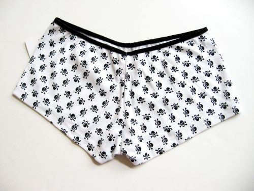 A356 Enticing Lingerie NEW White Pure Cotton Black Skull Prints Boyshorts M L PR