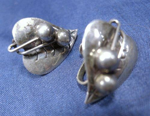 Vintage Screw Back Earrings : Leaf & Berries Earrings : Signed ETD Mexico