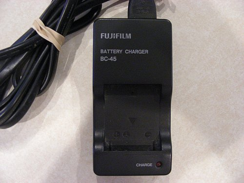 FUJIFILM NP 45 BATTERY CHARGER FinePix camera XP22 XP20 XP10 XP11 wall cord plug