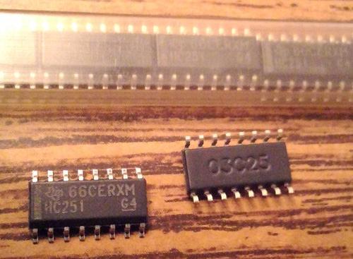 Lot of 25: Texas Instruments SN74HC251D