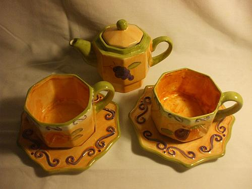 Morris National Hand Painted Teapot With 2 Cups and 2 Saucers