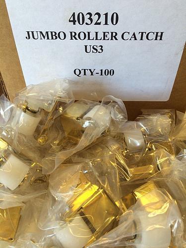 NEW LOT of 15 BRASS Jumbo Roller Catch Latch Cabinet Closure Hardware 403210 US3
