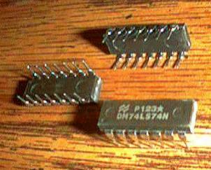 Lot of 25: National Semiconductor DM74LS74N