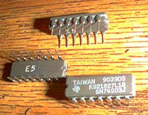 Lot of 25: Texas Instruments SN74S03J KS21827L18