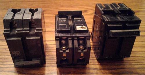 Lot of 3: General Electric Circuit Breakers :: 2 ea: 50A 2P + 1 ea: 20A 2P