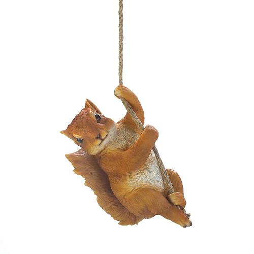 *18446U - Hanging Rope Brown Squirrel Décor Wall Art