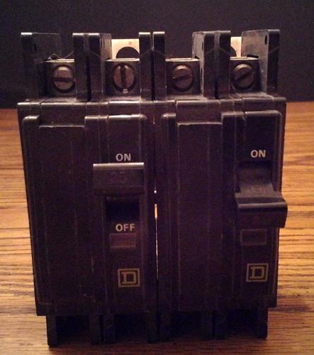 Lot of 2: Square D 25A 2 Pole Type QOU Circuit Breakers