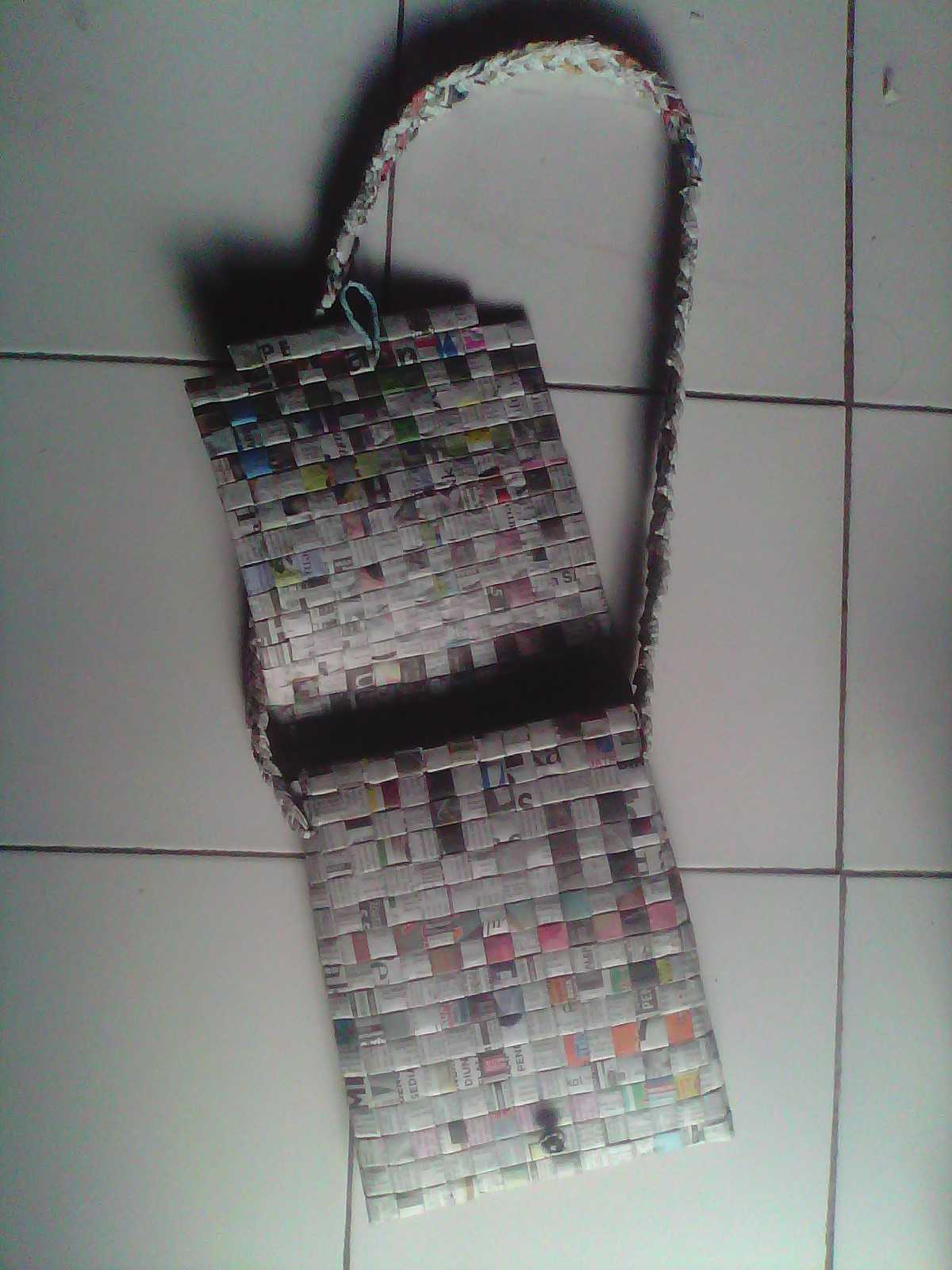 Shoulder bag recycled newspaper craft for sale item 274539 for Recycled crafts to sell