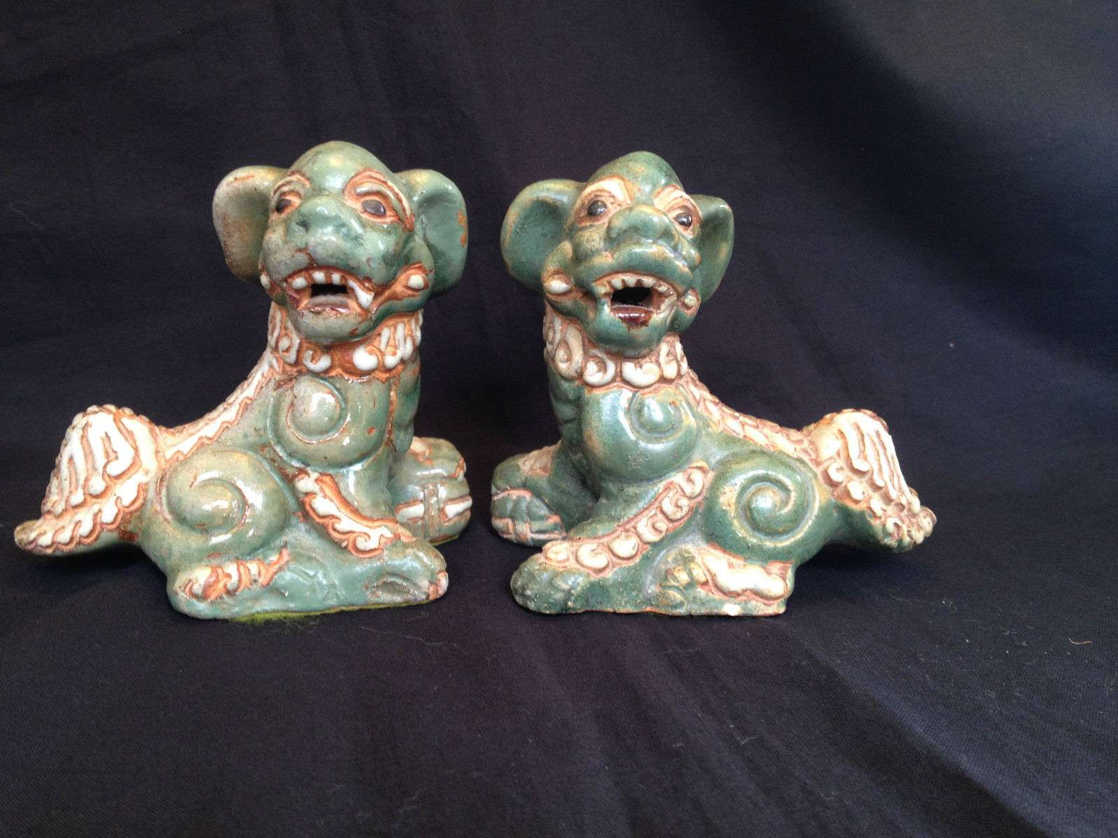 Antique Porcelain Pair Of Foo Dogs Auction For Sale