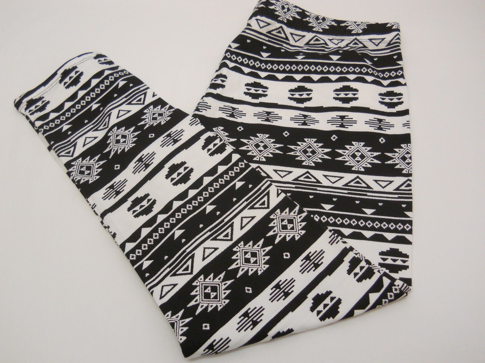 e72a97cdde6cbc SIZE XL Womens Ankle Leggings NO BOUNDARIES Tribal Print Skinny Legs Inseam  28 For Sale - Item #1645972