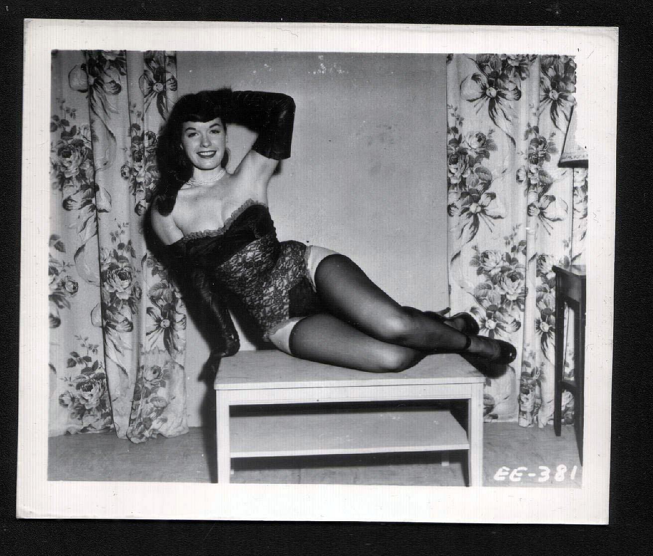 betty page hot hot pose vintage irving klaw photo 4x5 ee. Black Bedroom Furniture Sets. Home Design Ideas