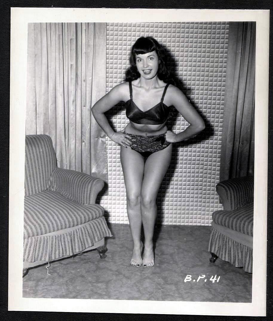 BETTY PAGE BLACK LEATHER BRA BARE FEET POSE VINTAGE IRVING