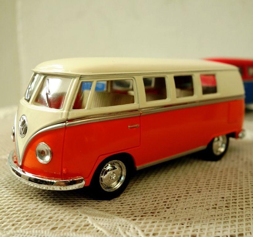 Volkswagen 1962 Paint Classic Bus Kinsmart Diecast Model